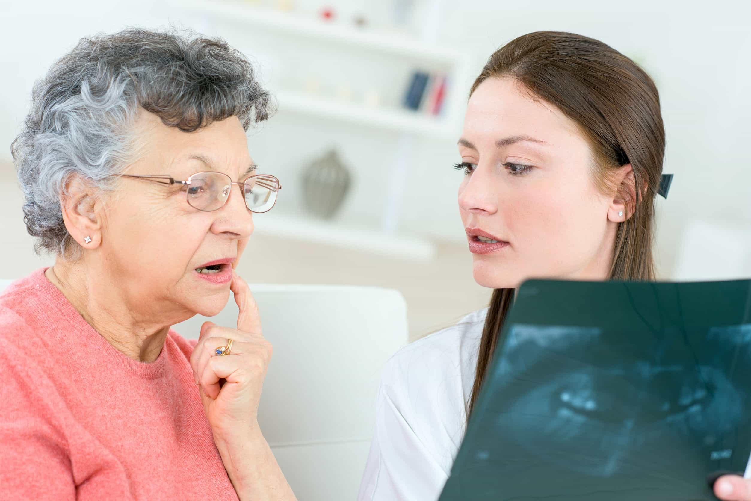 57000807 - showing senior patient an x-ray
